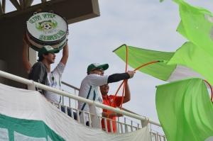 Los hinchas organizaron banderazo de apoyo ayer.